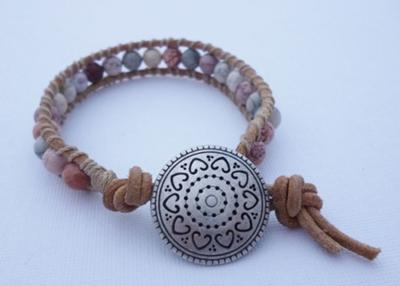 This bracelet has a very natural feel to it, I like it~